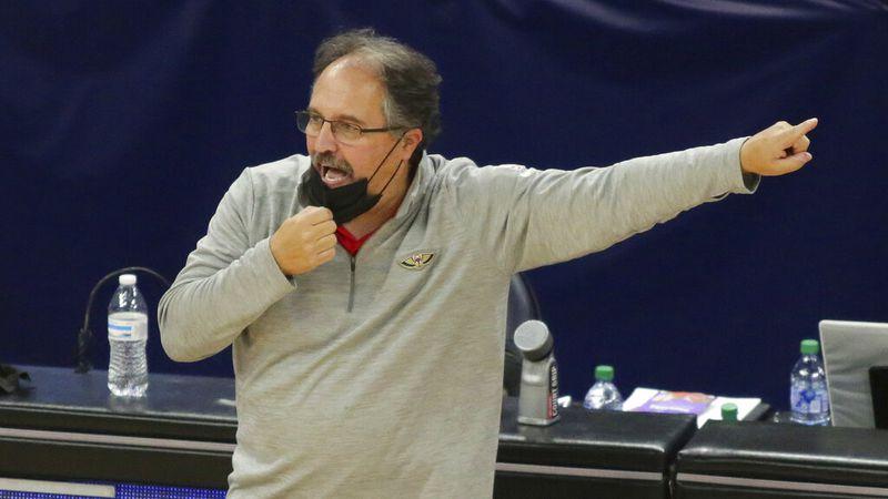 New Orleans Pelicans head coach Stan Van Gundy signals in the fourth quarter during an NBA...