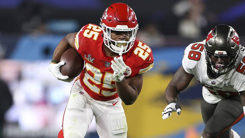 Kansas City Chiefs running back Clyde Edwards-Helaire (25) carries the ball in front of Tampa...