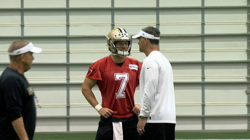 Taysom Hill chats at minicamp practice with quarterbacks coach Joe Lombardi (Source: Edwin...