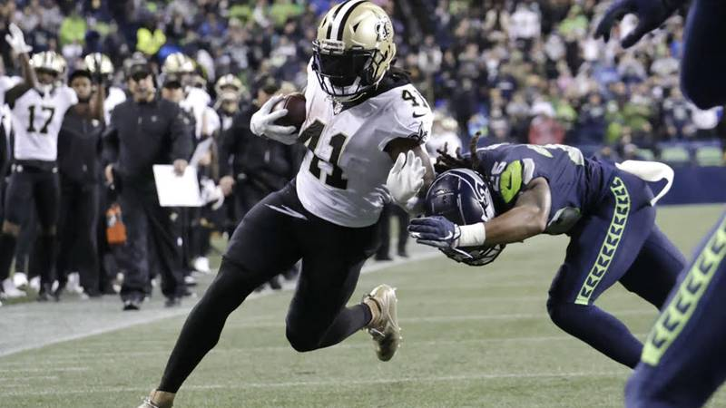 Alvin Kamara scores on a 13-yard touchdown. (Source: New Orleans Saints)