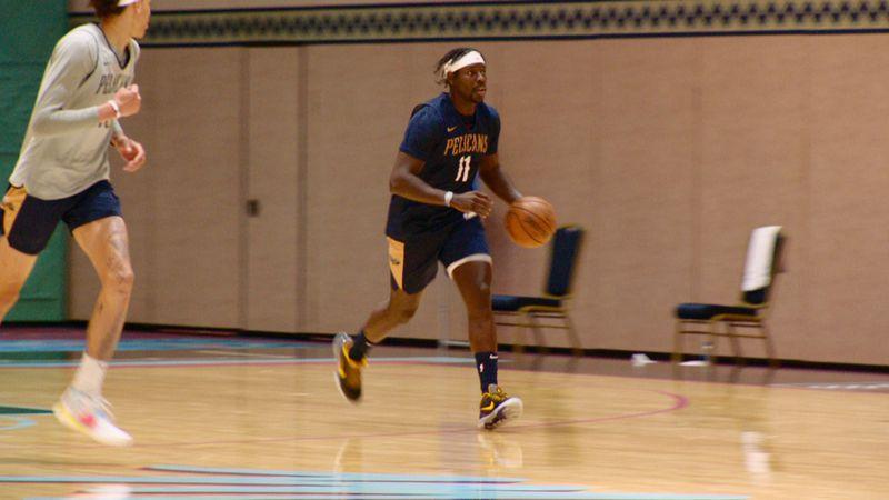 Jrue Holiday at Pelicans practice in Orlando, FL (Courtesy: NBA/Pelicans)