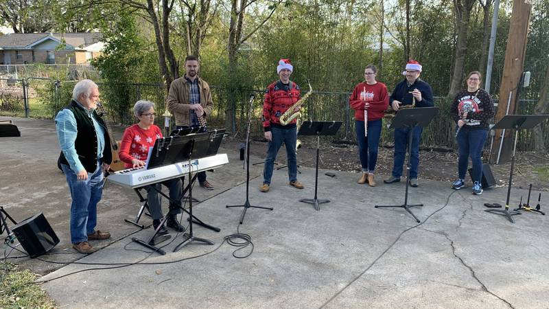 MSU musicians give holiday concert to neighbors.