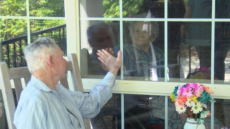 Couple celebrates 71 years of marriage through window due to coronavirus crisis