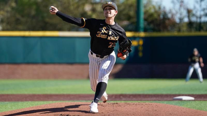 University of San Francisco pitcher Eric Reyzelman announces transfer to LSU.